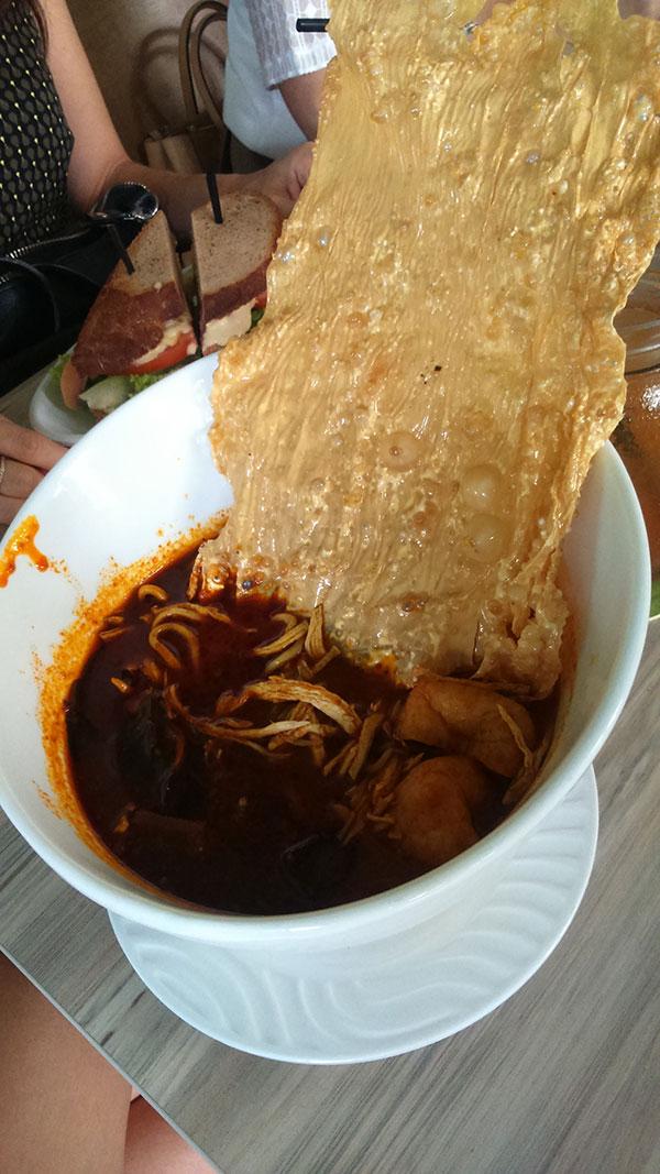 カレー味の麺「ラクサ」