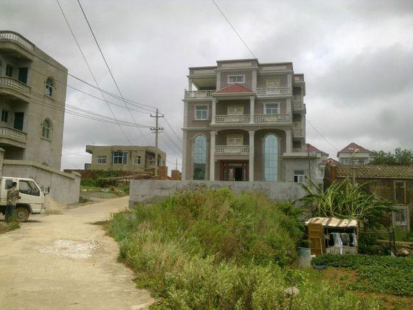 村の豪邸1