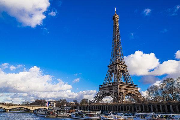 フランスで働くためには就労ビザは必要?
